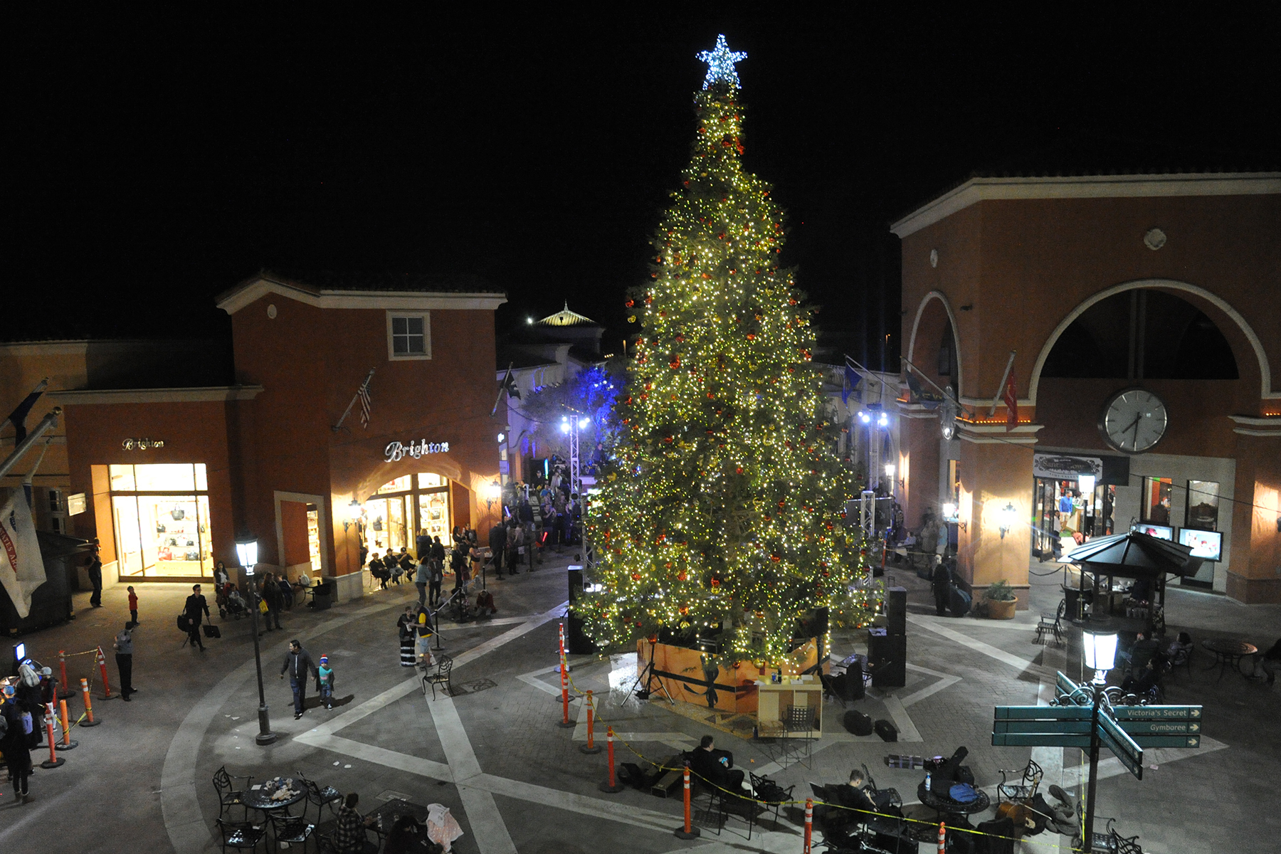 Camarillo Christmas Tree Lighting 2021 Around Town Online December Events Calendar Beyond The Acorn